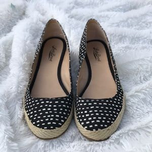 Lucky brand black and white wedge in great condit